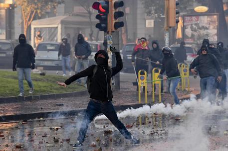 Salvini scende in piazza per la legittima difesa: