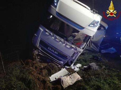 Incidente mortale sulla A1 Milano-Napoli tra allacciamento con A22 e Reggio Emilia