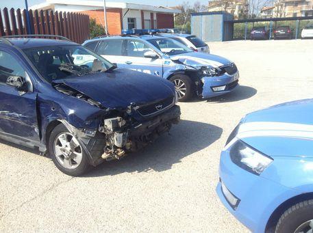 Incidente sull'A14, scende dall'auto e viene travolta: morta una donna