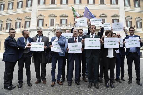 Trattati roma sit in lega fuori montecitorio oggi for Montecitorio oggi