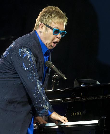 Elton John ha rischiato di morire per una rara infezione