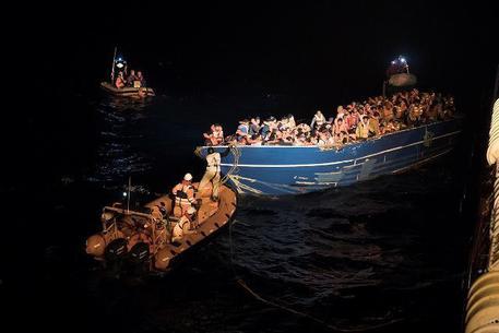 Migranti, nave ong tedesca bloccata a Lampedusa per controlli