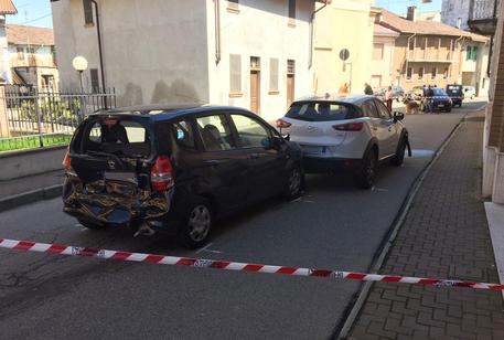 Il luogo dell'aggressione di una donna di 40 anni da parte dell'ex marito che ha speronato la sua  auto e l'ha accoltellata, riducendola in fin di vita a Vercelli © ANSA