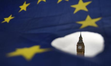 Brexit, Tusk: no a negoziati in parallelo su accordo commerciale