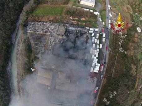 Chieri, scoppia un incendio in un deposito camper e caravan