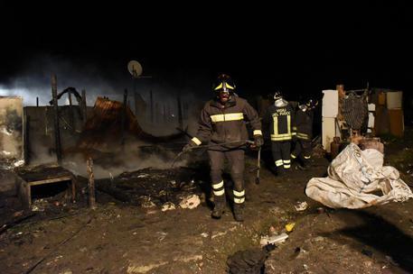 Incendio al 'Ghetto' di Rignano © ANSA