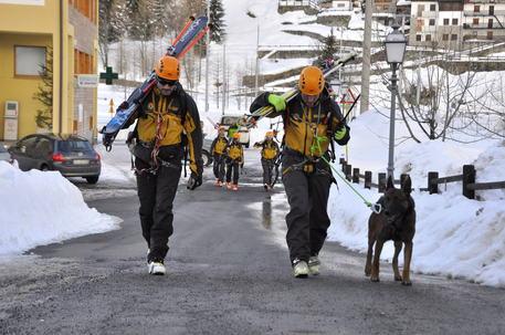 Valanga a Courmayeur, persone sotto la neve