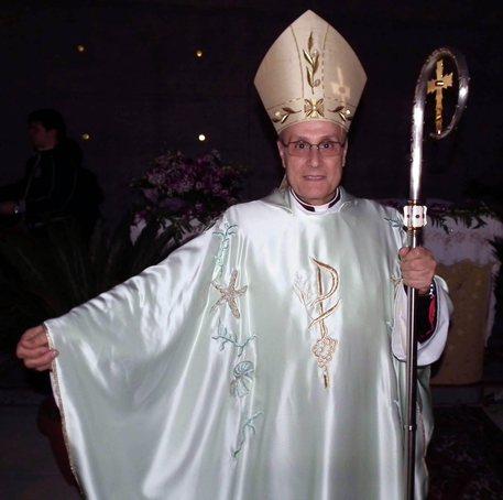 Truffa e abuso ufficio, indagati il vescovo Mogavero e altre sei persone
