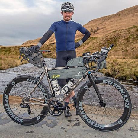 Tragedia nel ciclismo: muore investito in gara ciclista britannico
