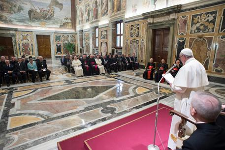 Papa: il carrierismo è la vera peste della Chiesa