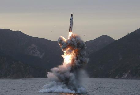 La Corea del Nord lancia quattro missili verso il Giappone