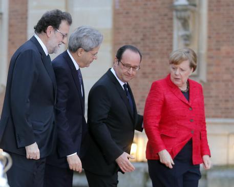 Merkel, Hollande, Gentiloni, vertice a Versailles: 'Serve Europa a velocità diverse'