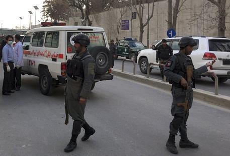 Attacco in corso in un ospedale militare di Kabul, in Afghanistan