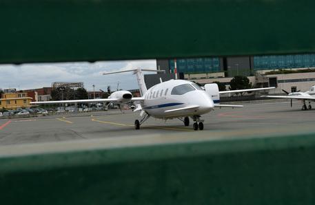 Genova, incidente in aeroporto: velivolo fuori pista, nessun ferito