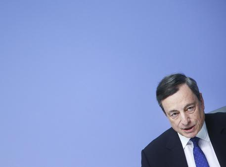 La Bce alza le stime di crescita ma taglia quelle dell'inflazione