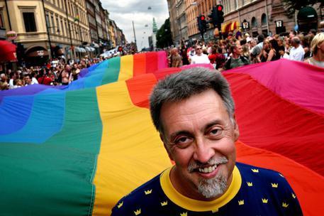 Gilbert Baker, è morto l'inventore della bandiera rainbow