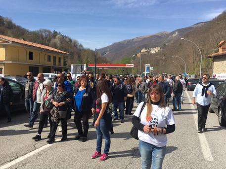 Manifestazione dei terremotati a Roma, bloccatala statale a Trisungo