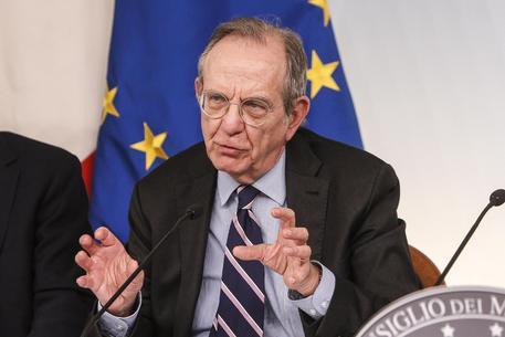 Padoan d'accordo con Juncker: bene la proposta di un ministro dell'economia europeo