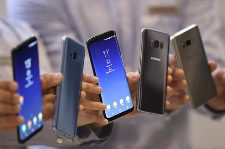 Smartphone: vendite in calo, Samsung rimane leader
