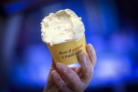 Palermo, compra un gelato e ci trova un dito$