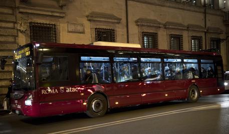Manovrina: sul bus senza biglietto, multa fino a 200 euro