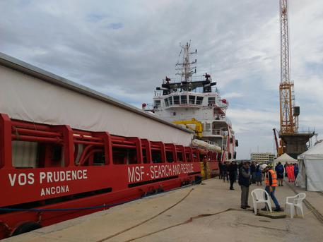 Giunta a a Reggio Calabria nave con 649 migranti