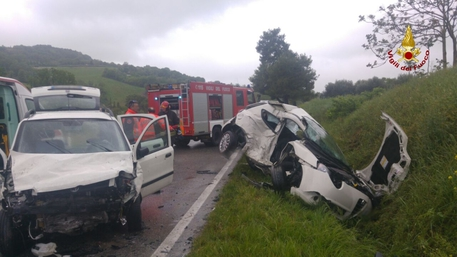 Terrificante incidente stradale a Offagna, morto un automobilista