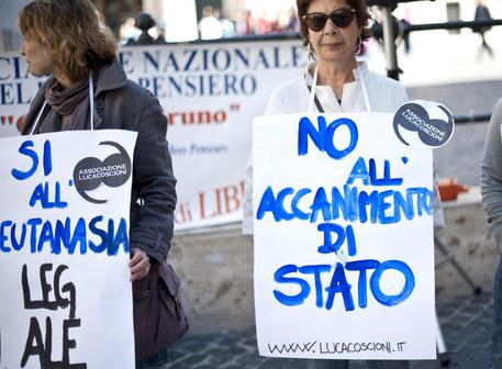 Foto d'archivio di una manifestazione davanti alla Camera © ANSA