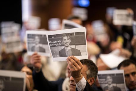 La foto di Gabriele Del Grande durante il congresso della  federazione nazionale di stampa italiana © ANSA
