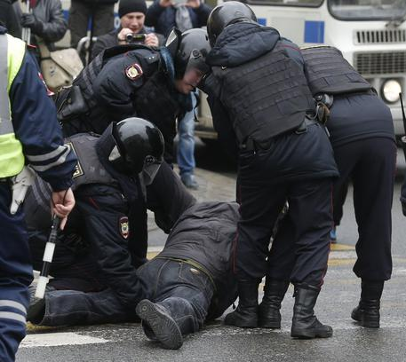 Mosca, altri arresti in strada