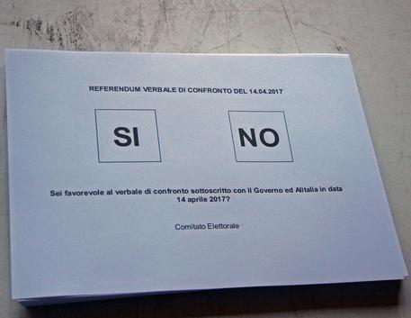 Alitalia, lavoratori bocciano piano, verso commissariamento