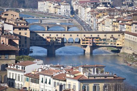Drone in volo sopra Ponte Vecchio, denunciato 14enne