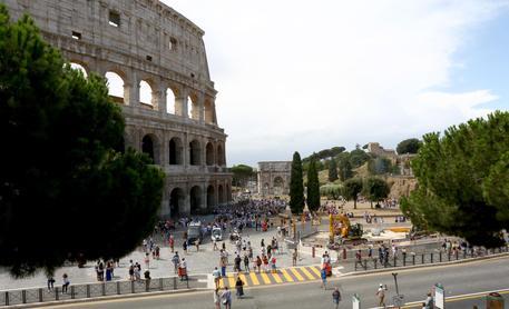 A parte che il 30% degli incassi a Roma è fin troppo. Si tratta di monumenti nazionali non del comune di Roma, che non hai mai fatto niente per gestire questi beni!