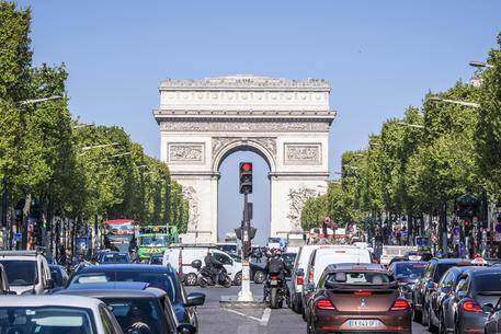 Parigi: paura sugli Champs Elysées