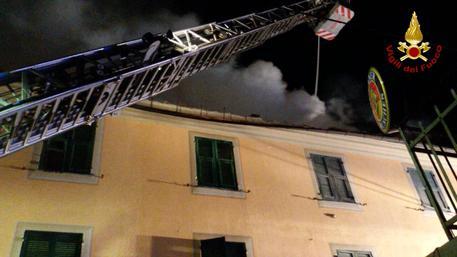 VVF - Incendio nell'appartamento nel centro di Casella © ANSA