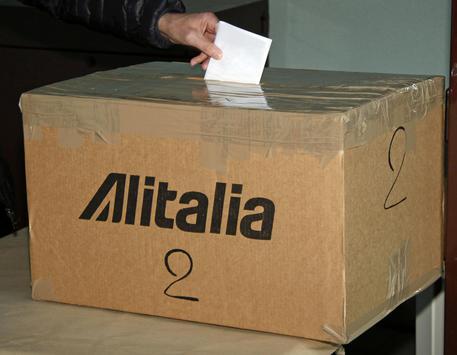 Alitalia: Anpac,affluenza referendum alta,ma rabbia © ANSA