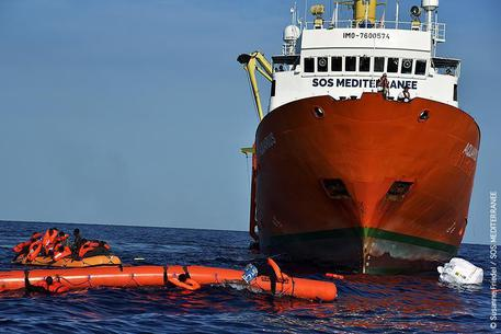 Prelevati 629 migranti: sono sulla nave della Ong francese Sos Mediterranee