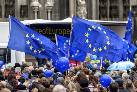 UE deferisce Italia per 44 discariche non a norma. M5S: Galletti mentì