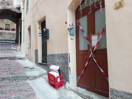 Taggia, apre la porta e gli sparano: grave 33enne