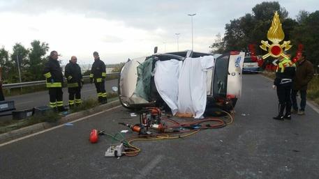 Auto contro un palo a Cagliari, 4 feriti