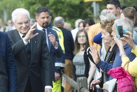 Il presidente della Repubblica Sergio Mattarella in visita al Campo di deportazione di Fossoli, 25  aprile 2017. ANSA/GIANDOTTI/UFFICIO STAMPA QUIRINALE © ANSA