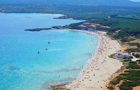 Turismo: Alghero, spiaggia Le Bombarde © ANSA