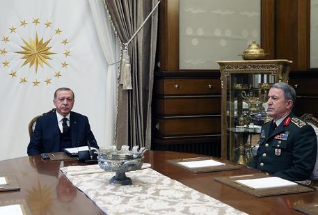 Raid aerei turchi contro postazioni curde in Siria e Iraq
