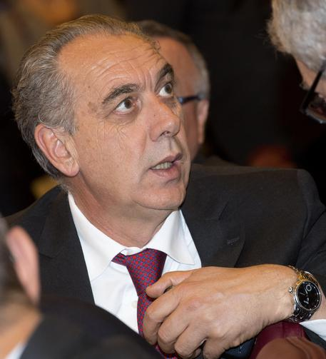 Rivela traffici tra Ong e scafisti, procuratore di Catania massacrato dalla stampa