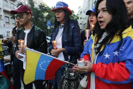 Venezuela, Maduro annuncia una nuova Costituzione. Cortei e scontri: è un golpe