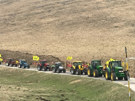 Terremoto, carovana di trattori verso Castelluccio di Norcia