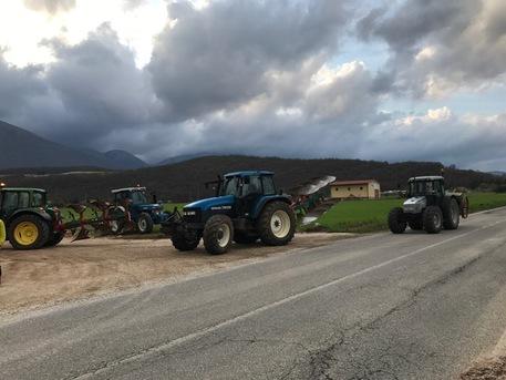 Terremoto: trattori superano galleria Forca Canapina