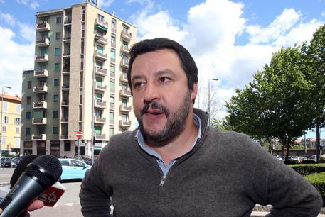 Salvini al Cara di Mineo filma il