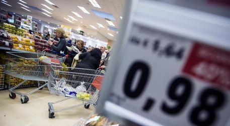 Istat: a febbraio calo vendite dettaglio
