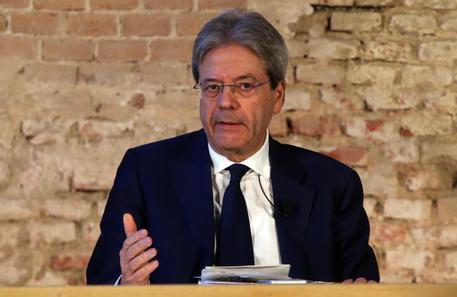 Gentilone a Milano per Casa Italia